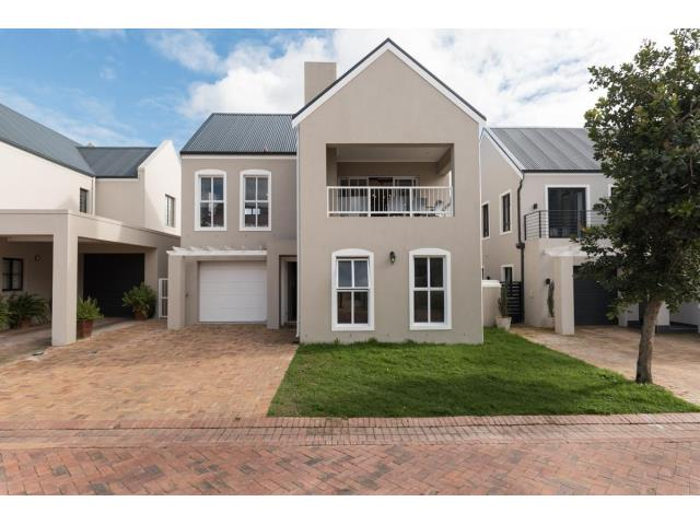 Beautiful home in Capolavoro Mountain Estate- Stellenbosch