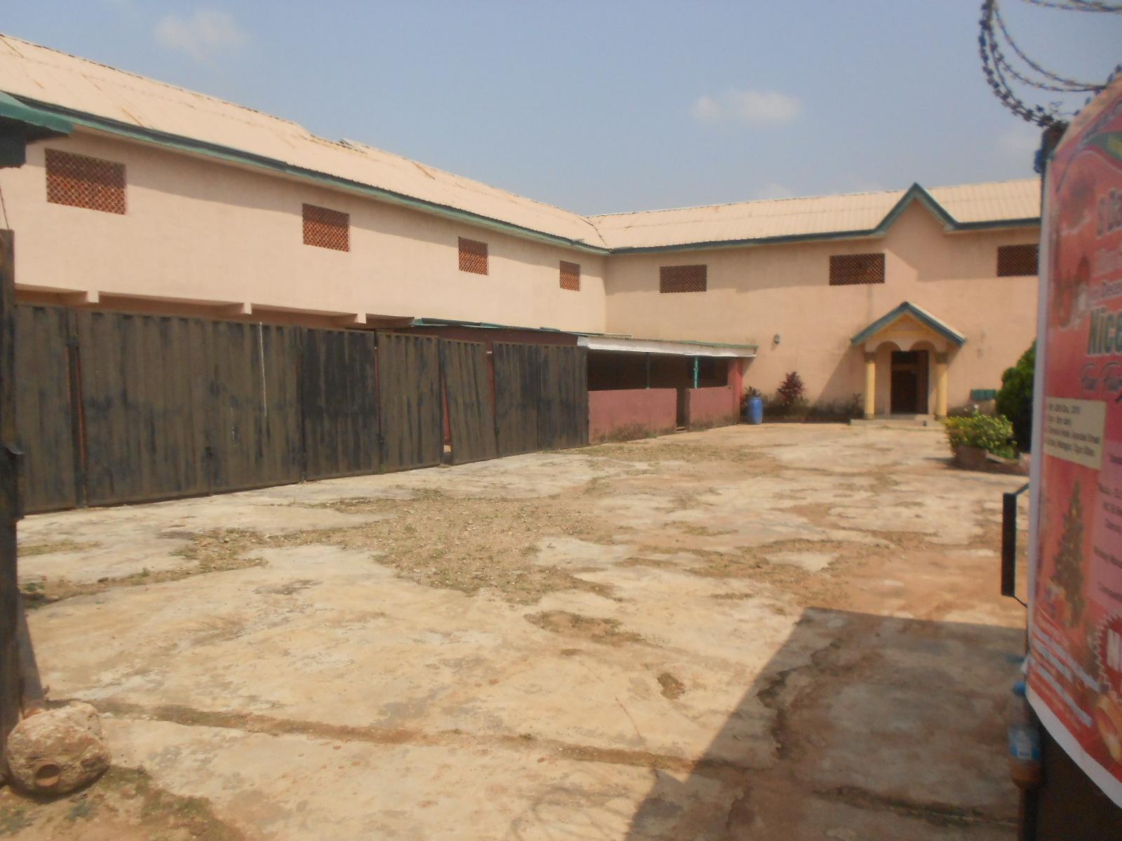 2plots of land with 28rooms hotel in havilla matogun