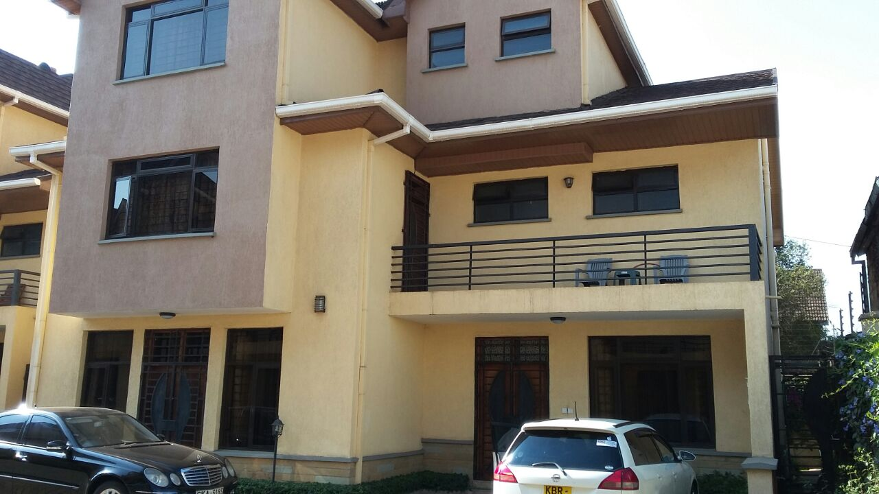 5 Bedroom Town House Plus Dsq