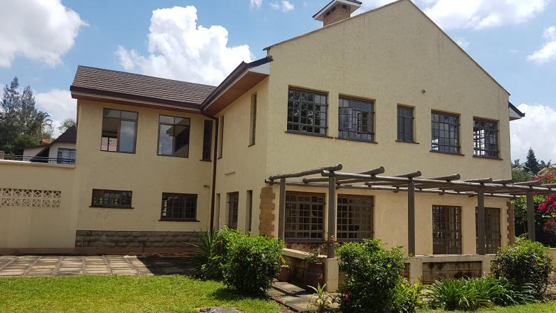 Beautiful 4bdr double stoery stand alone house with guest wing in runda