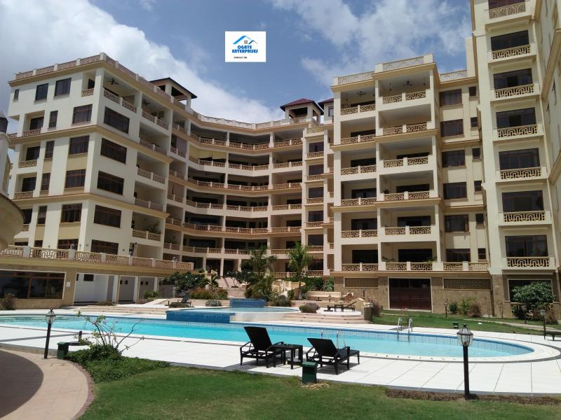 Gorgeous 3 Bedroom Beachfront (with infinity pool) Apartment Nyali