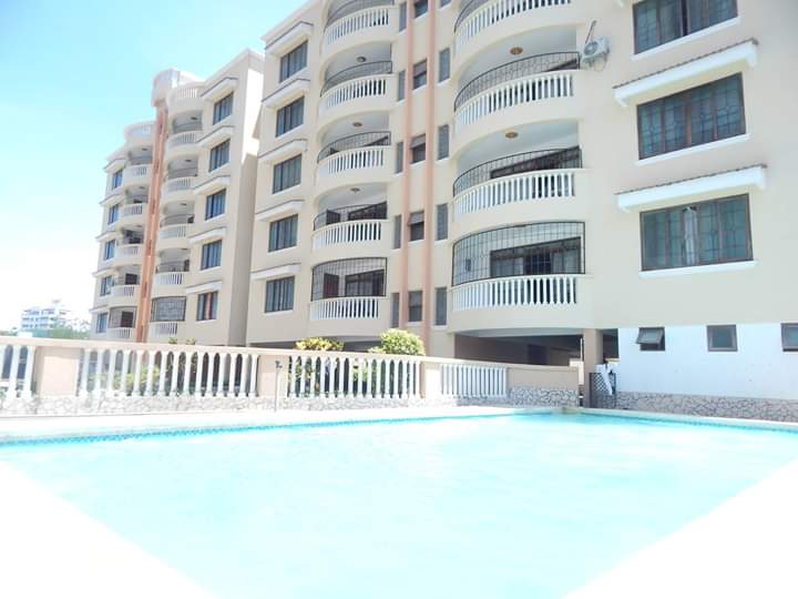 Modern  executive spacious 3 bedroom sea view apartment on sale