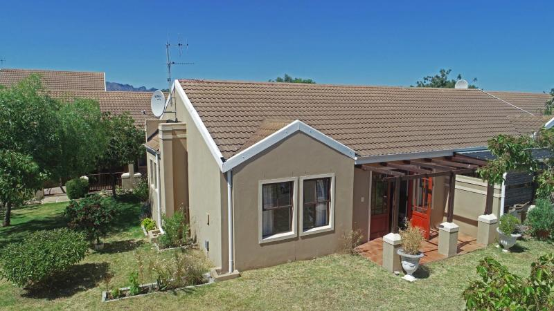 2 Bedroom House For Sale in Strand Central