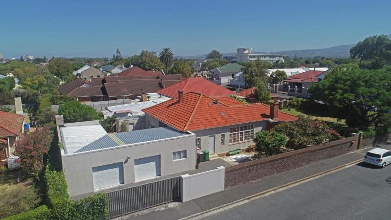 4 Bedroom House For Sale in Strand North
