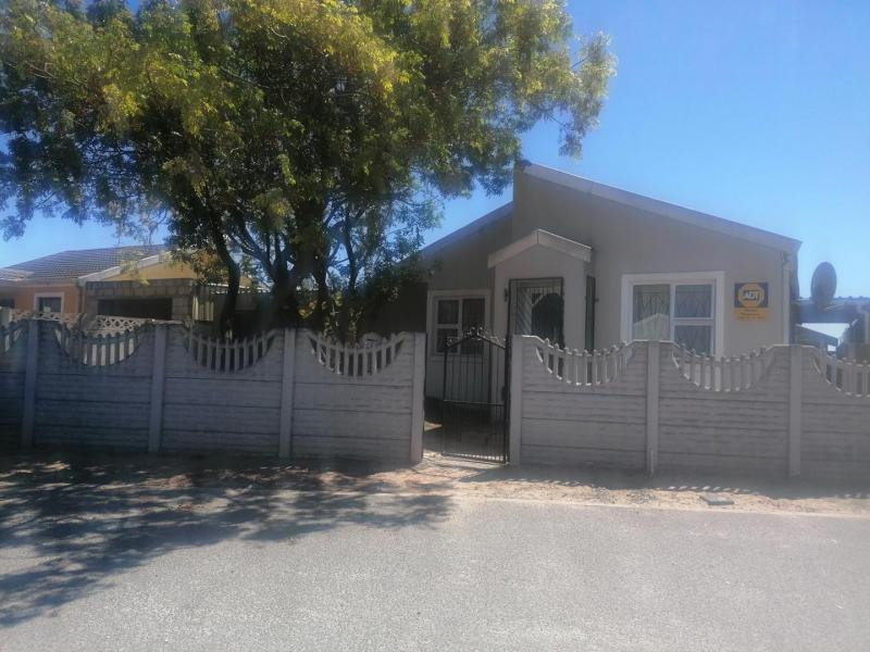 3 Bedroom House For Sale in Electric City